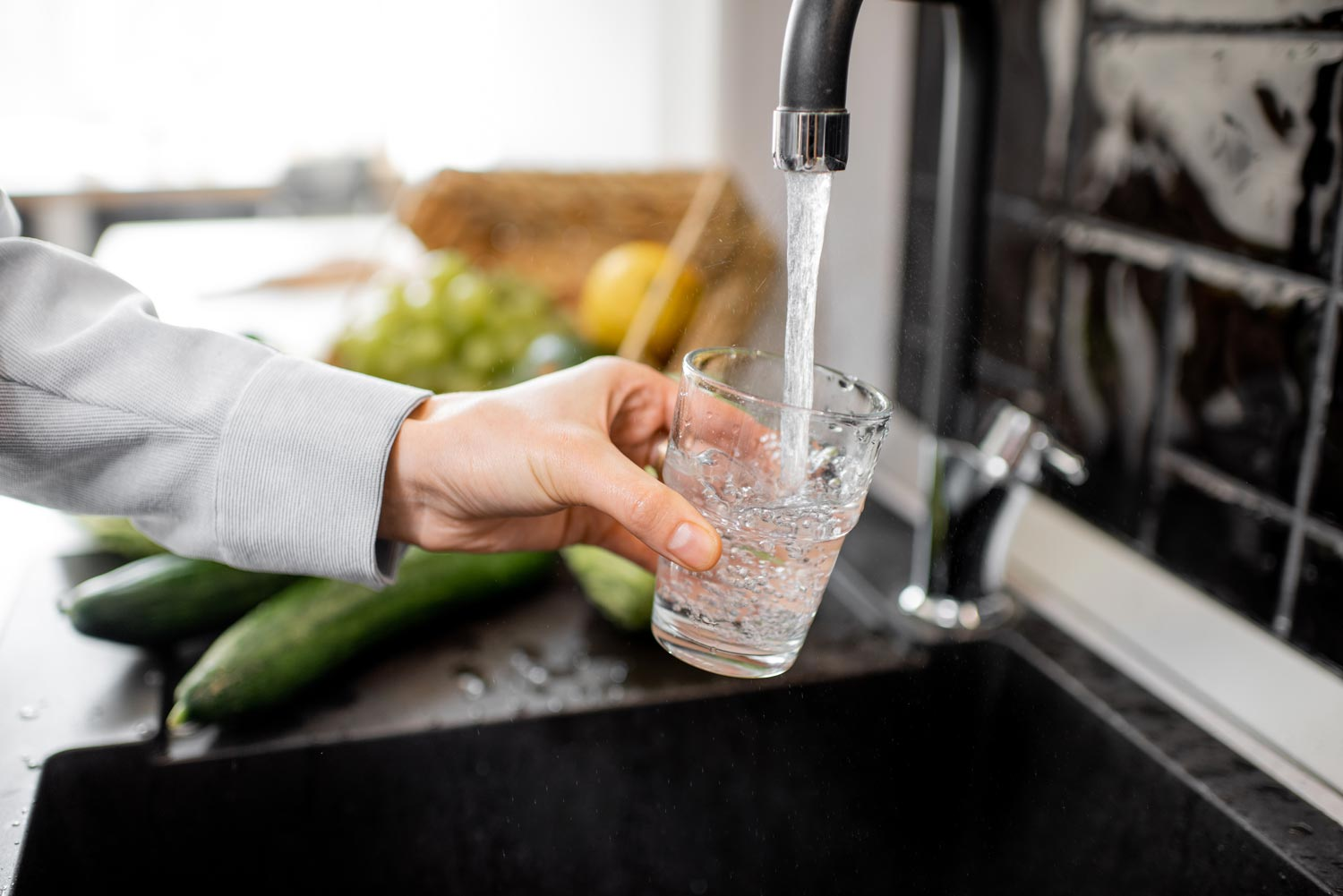 filling-drinking-glass-with-tap-water-webMWNYTF4